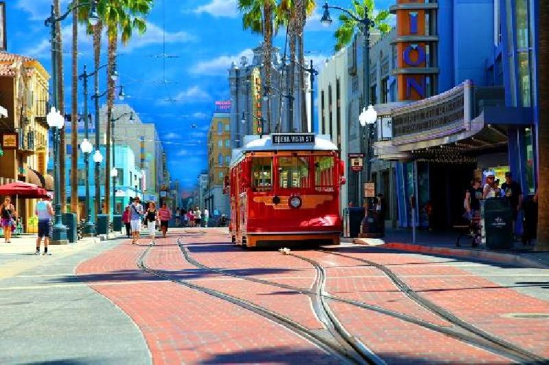 DISNEYLAND  + Admisiones a Disneyland y Universal + Auto - Sin aéreos